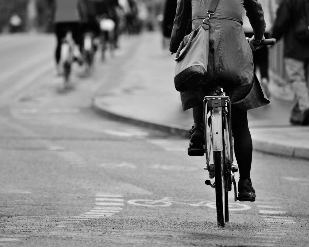cycling-back-2000px-bw